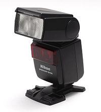 200px-Nikon-sb-600-front